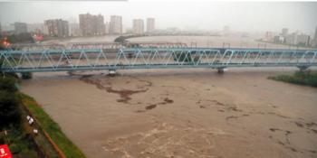 川の氾濫(朝日新聞).PNG