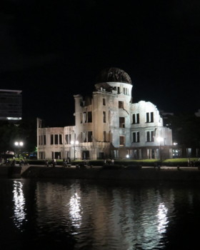 広島原爆1河原.PNG