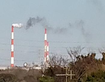 赤白煙突からの煙.PNG